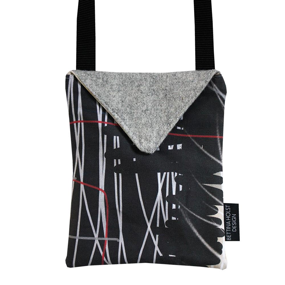 Unika tasker lavet af billedkunstner Bettina Holst - kun 1 af hver.