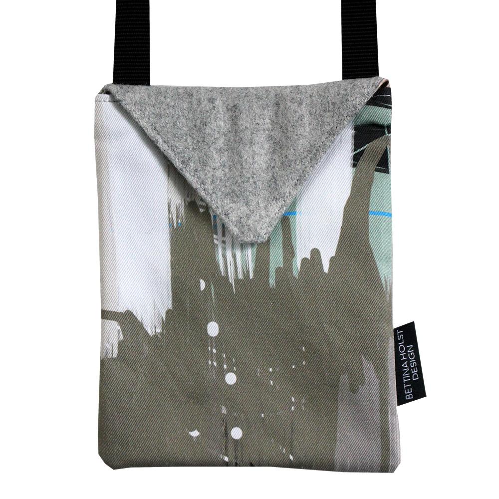Unika taske med abstrakt motiv lavet af billedkunstner Bettina Holst
