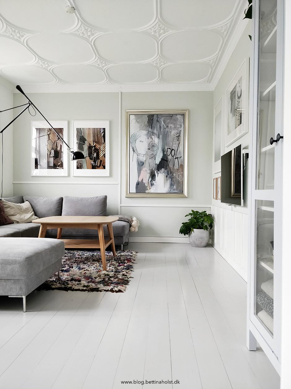 Hænger malerier pænest på hvide vægge?